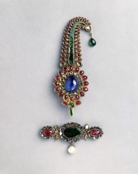 Turban Ornament India (West Bengal), Mughal, c. 1755 Gold, set with diamonds, rubies, a sapphire, Colombian emeralds and a pearl.
